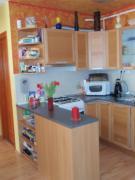 A konyha is apró átalakításon ment át, melyet a tulajdonos saját maga festett ki