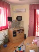 A nappalit is átrendeztük. A terrárium és a TV átkerült DK-re és egy kicsit a színeken is változtattunk.