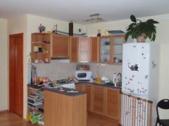 A konyha is apró átalakításon ment át, melyet a tulajdonos saját maga festett ki.