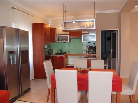 A legt�bb lak�sban az �tkez� a konyha mellett ker�l kialak�t�sra. Fontos, hogy az �tkez� hangulata harmonikus, meghitt legyen.