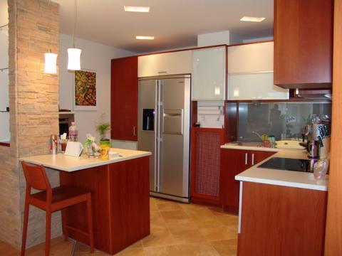 A mai konyha: sok helyen kisebbek lettek a terek. A konyha továbbra is az egészség, jólét szimbóluma marad nemcsak a feng shui szerint.