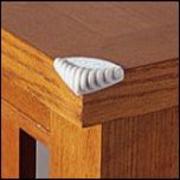 Mérgező nyilak hatású az asztal, polc, szekrény éles sarka is.