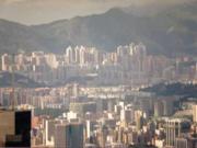 Üzleti siker feng shui: Jó ha van védelem hátul hegyek vagy magasabb épületek formájában.