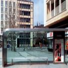 Üzleti siker feng shui:a buszmegálló közelsége általában kedvező az energiaáramlás szempontjából.